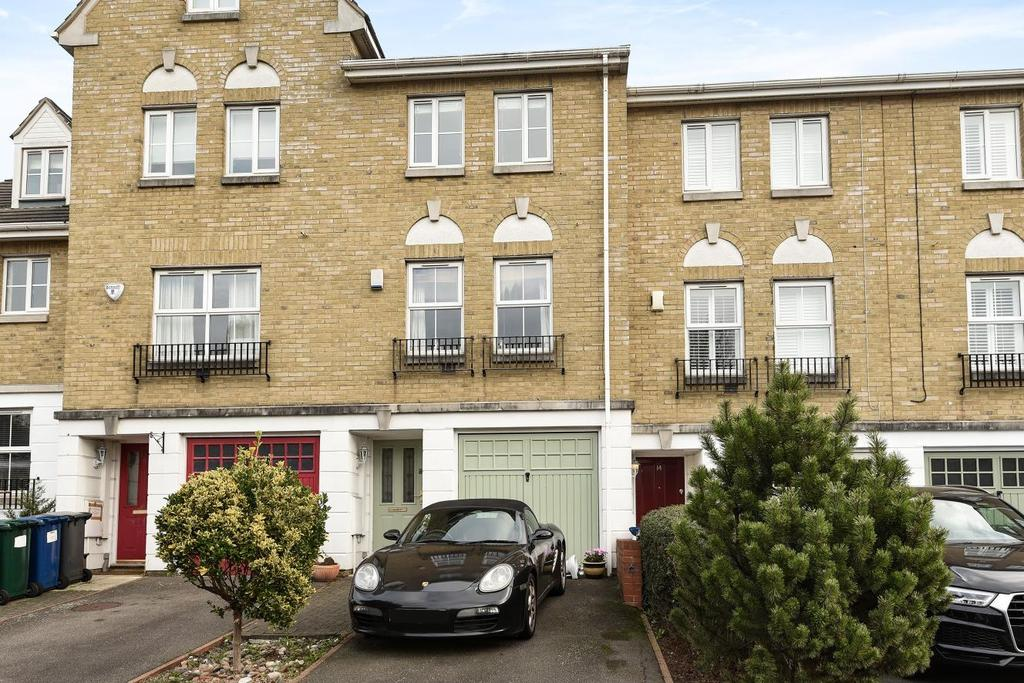 3 Bedrooms Terraced House for sale in Halton Close, Friern Barnet