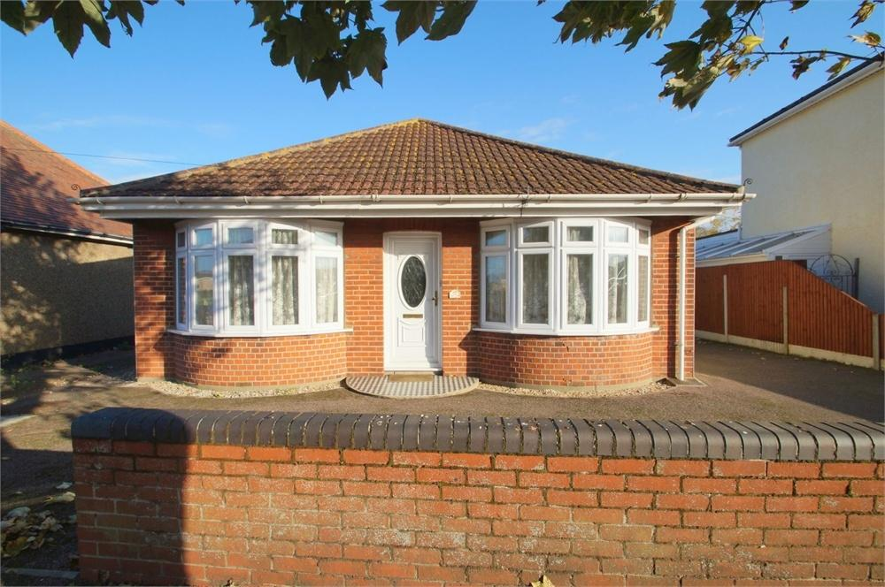 4 Bedrooms Detached Bungalow for sale in Woodrows Lane, CLACTON-ON-SEA, Essex