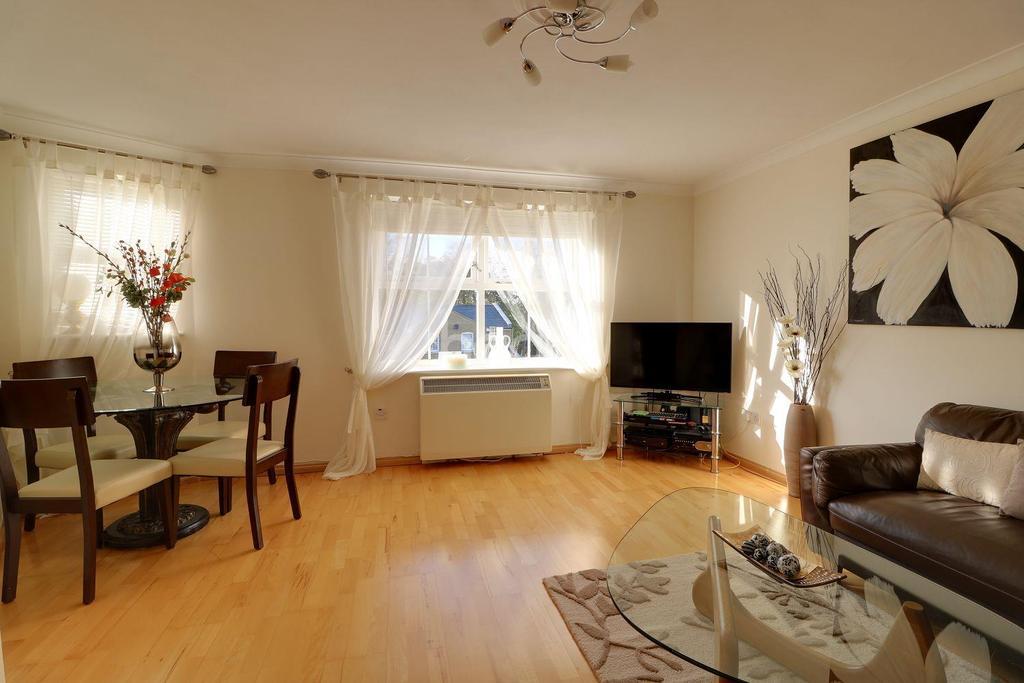 1 Bedroom Flat for sale in Soper Mews, Enfield Island Village, EN3
