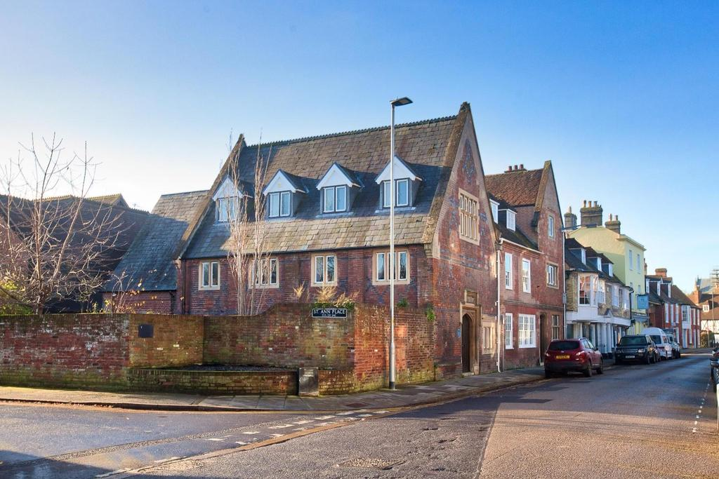 2 Bedrooms Flat for sale in St. Ann Place, Salisbury