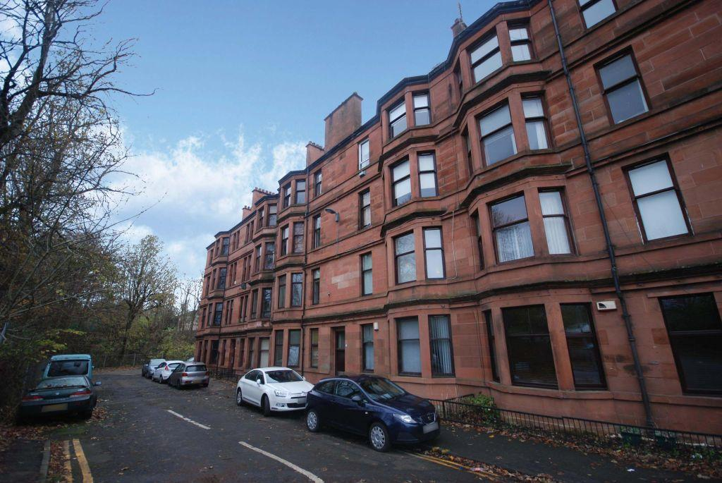 2 Bedrooms Flat for sale in 3/1, 4 Auldhouse Avenue, Eastwood, Glasgow, G43 1DN