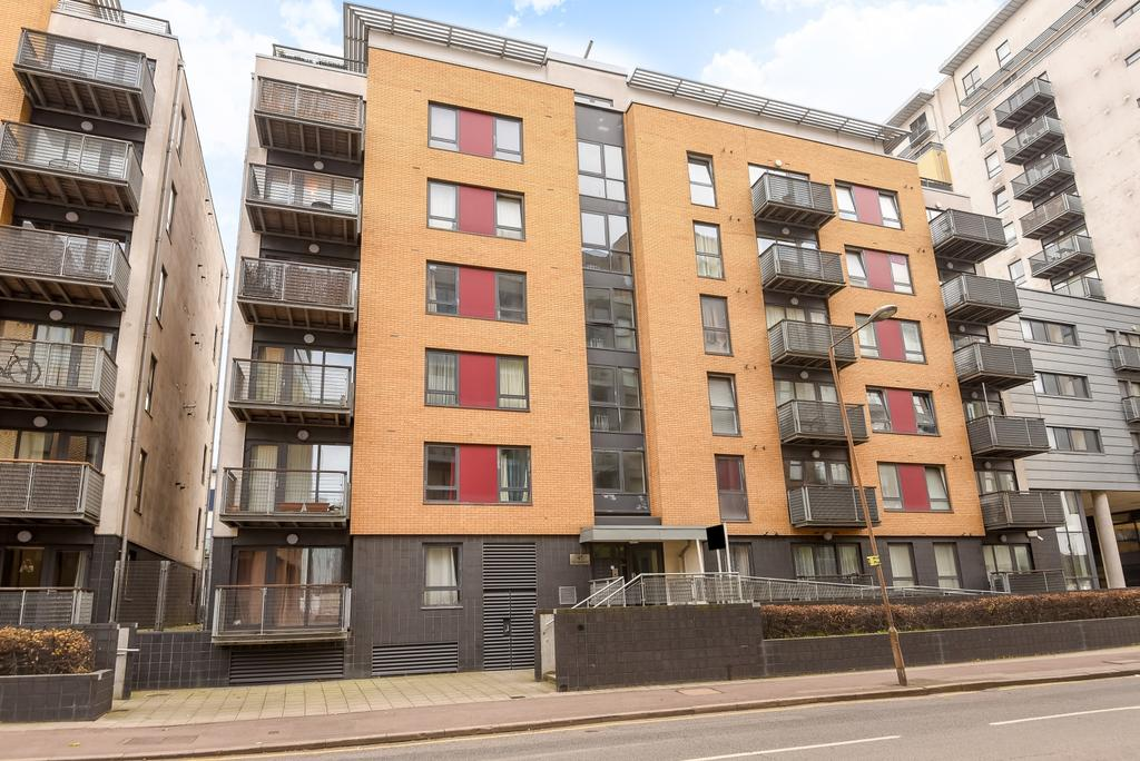 2 Bedrooms Flat for sale in Norman Road London SE10