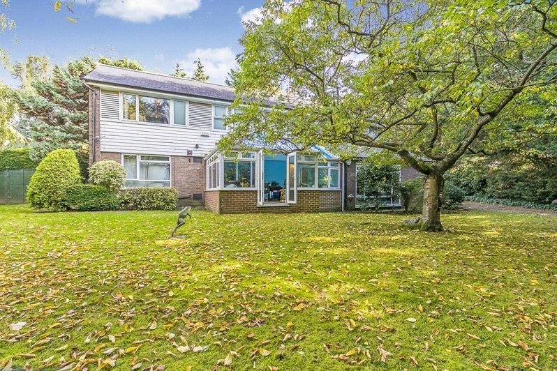 4 Bedrooms Detached House for sale in Woodhall Drive, London, SE21