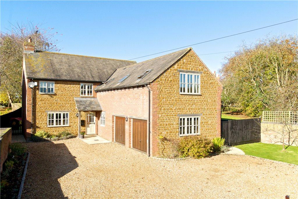4 Bedrooms Detached House for sale in Watling Street West, Fosters Booth, Towcester, Northamptonshire