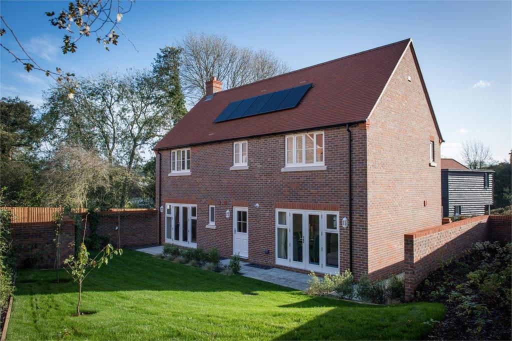 4 Bedrooms Detached House for sale in Millers Brook, Farnham Road, Sheet, Petersfield