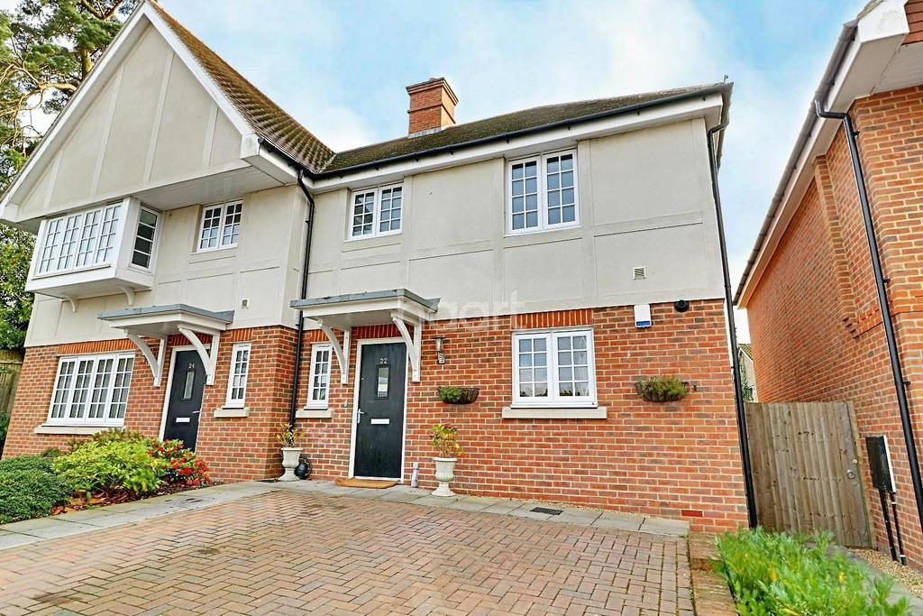 3 Bedrooms Terraced House for sale in London Road, Hindhead, Surrey