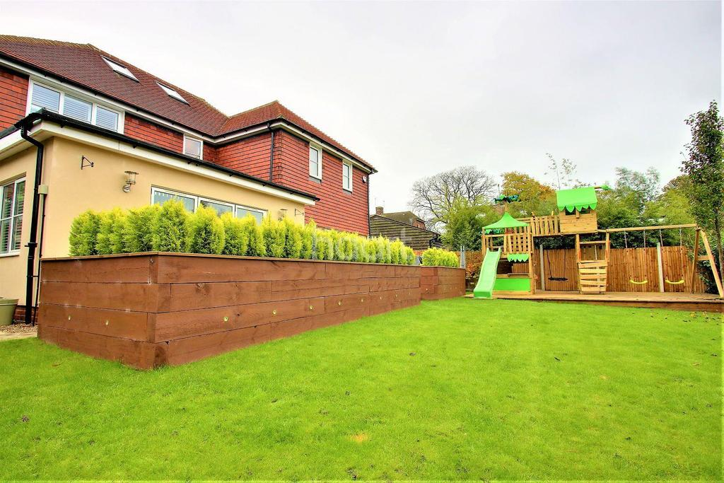 5 Bedrooms Detached House for sale in Heath Road, Coxheath, Maidstone, Kent, ME17