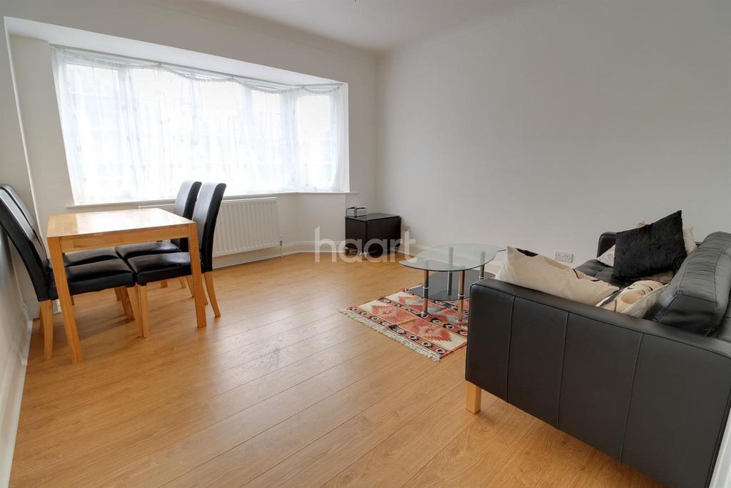 2 Bedrooms Flat for sale in Beresford Gardens, Enfield, EN1