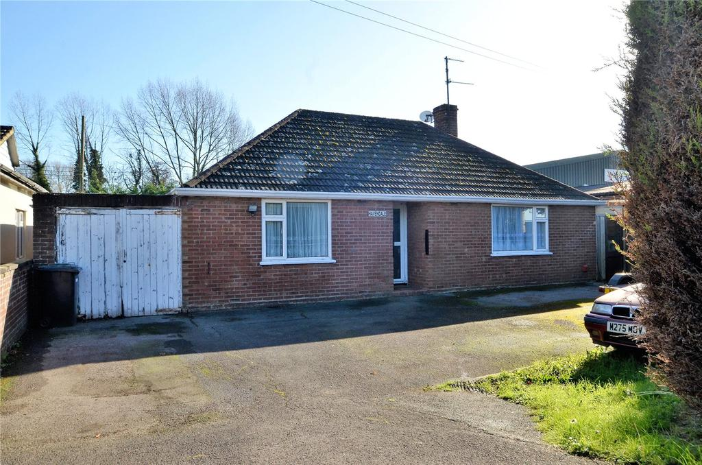2 Bedrooms Detached Bungalow for sale in Bath Road, Padworth, Reading, Berkshire, RG7
