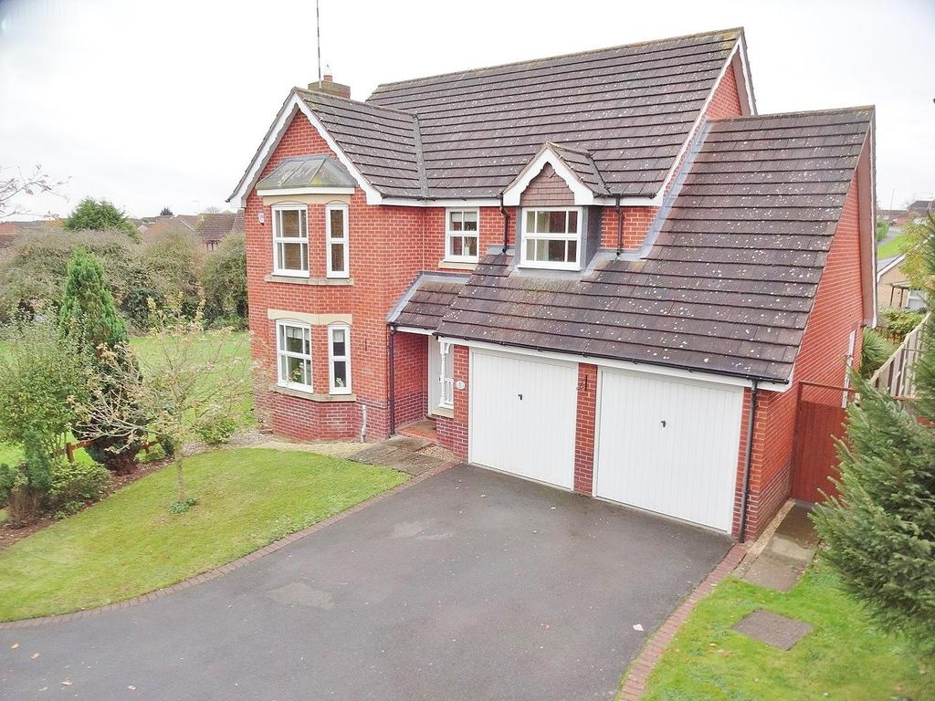 4 Bedrooms Detached House for sale in Fern Close, Rugby