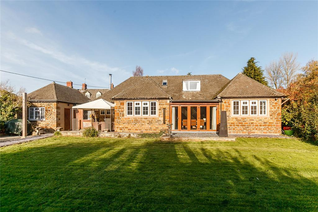 4 Bedrooms Detached House for sale in Wesley Place, Chacombe., Banbury, Oxfordshire