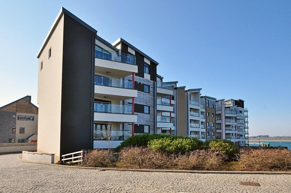 3 Bedrooms Apartment Flat for sale in Doc Fictoria, Caernarfon North Wales
