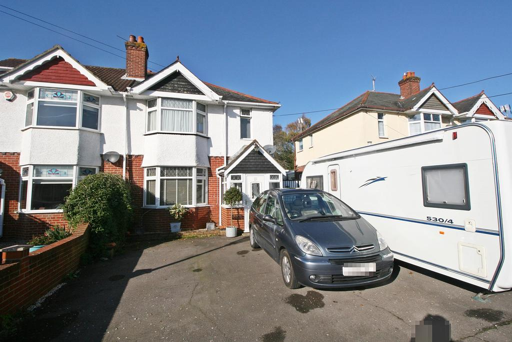 3 Bedrooms Semi Detached House for sale in St. Marys Road, Netley Abbey, Southampton, SO31 5AT