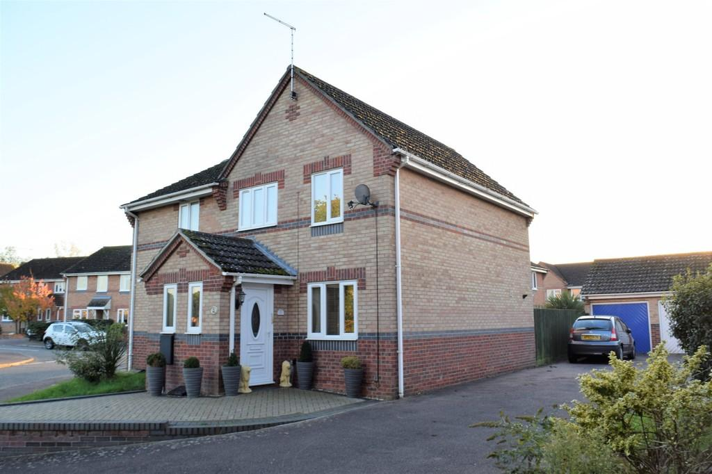 3 Bedrooms Semi Detached House for sale in Sorrel Drive, Thetford