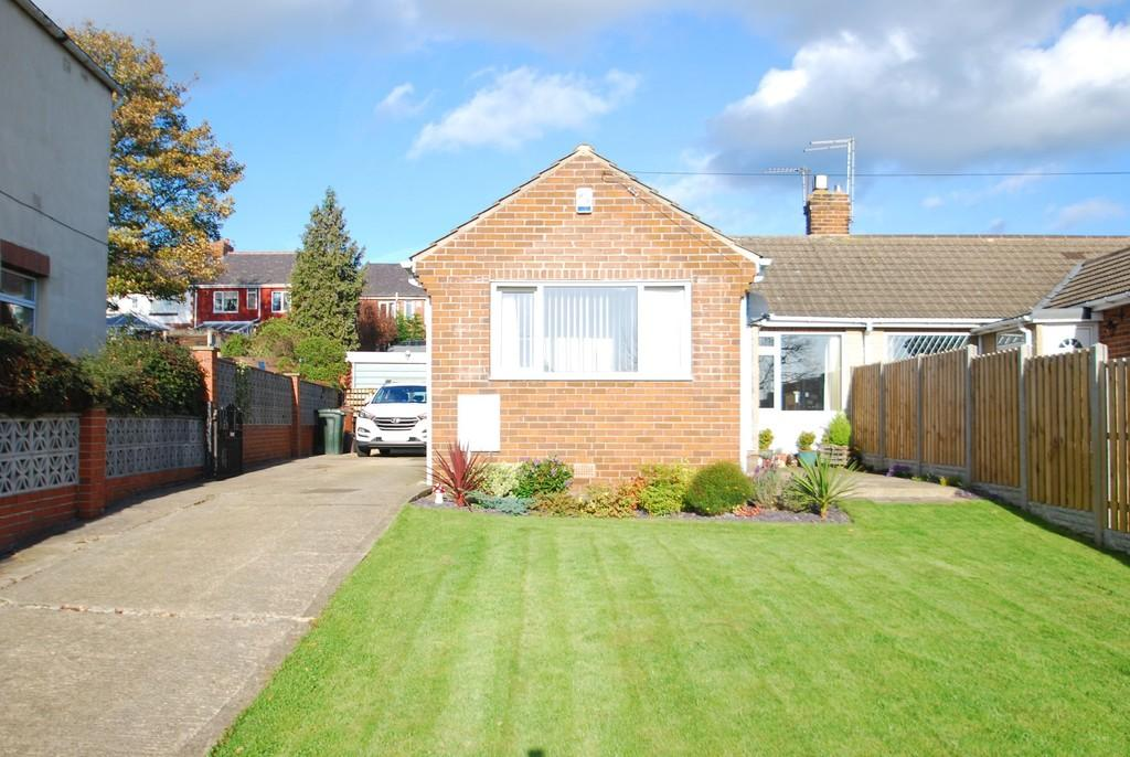 2 Bedrooms Semi Detached Bungalow for sale in Churchfield Lane, Darton S75
