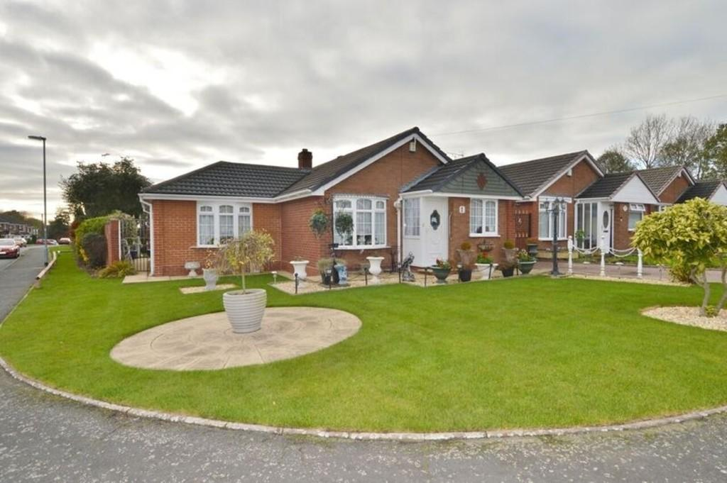 2 Bedrooms Detached Bungalow for sale in Stoneyfields Close, Cannock