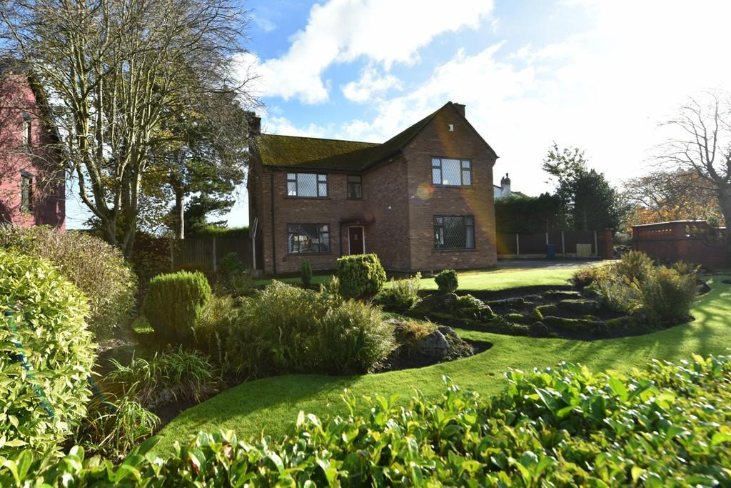 4 Bedrooms Detached House for sale in Junction Lane, Burscough