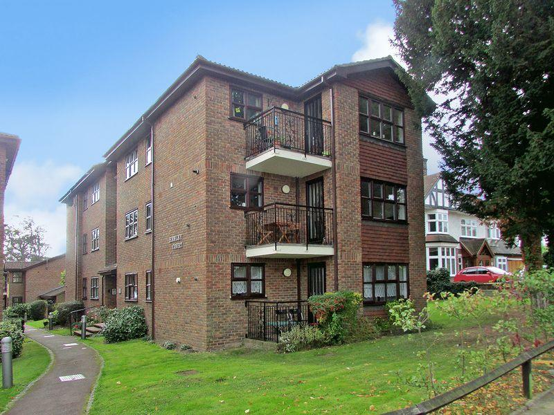 3 Bedrooms Apartment Flat for sale in Parkhill Road, Bexley