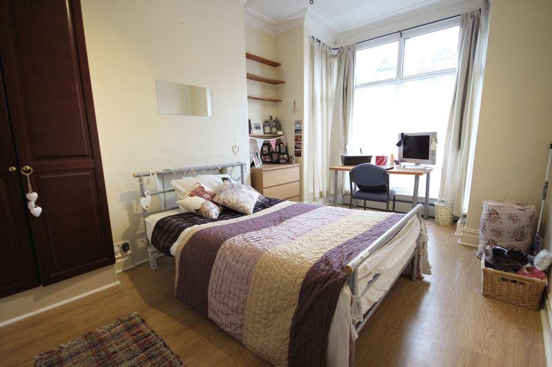 5 Bedrooms Terraced House for rent in Grimthorpe Place, Headingley, Leeds