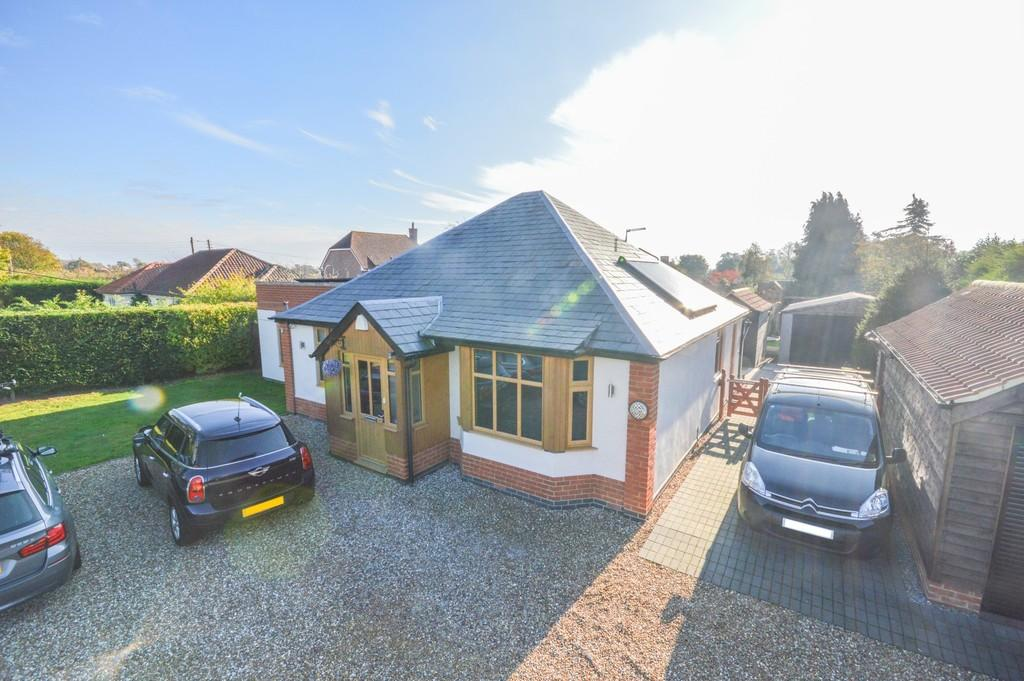 3 Bedrooms Detached Bungalow for sale in Ipswich Road, Brantham