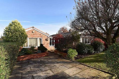 4 bedroom detached bungalow for sale - Large detached bungalow - walking distance of Knutsford