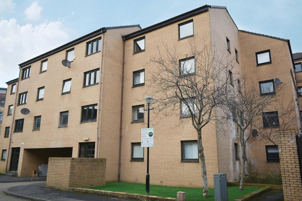 2 Bedrooms Flat for sale in Glenfarg Street, Flat 4, St Georges Cross, Glasgow, G20 7QF
