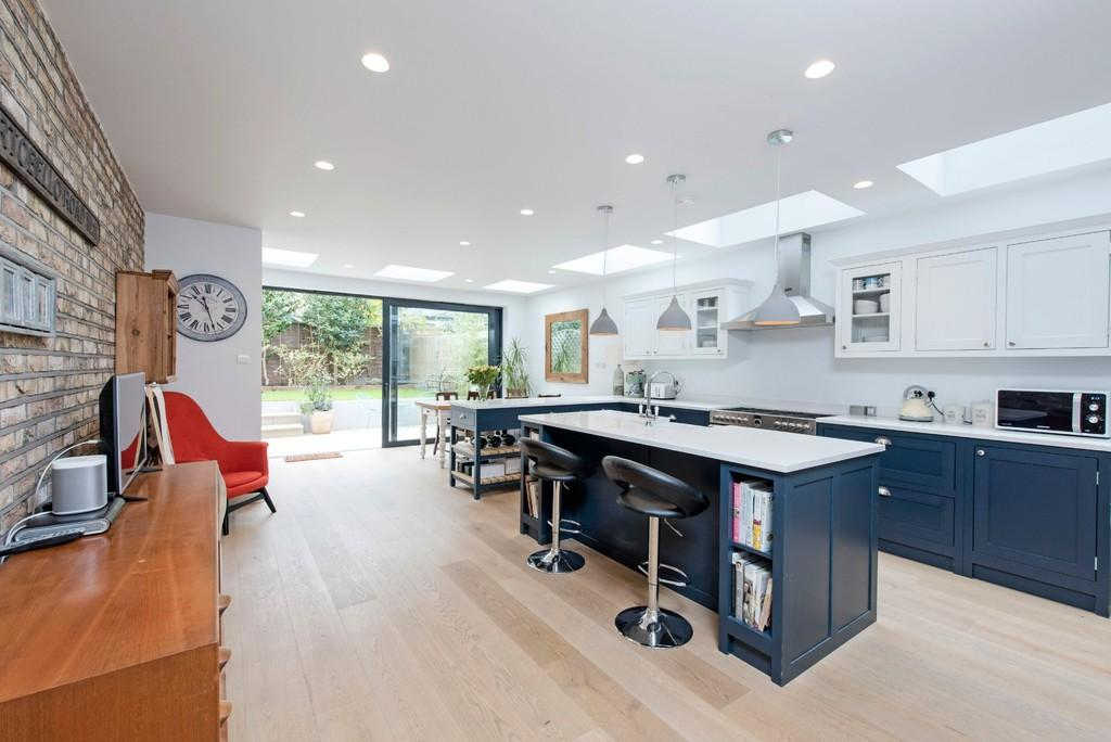 5 Bedrooms Terraced House for sale in Osward Road, London