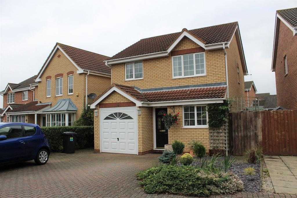 3 Bedrooms Detached House for sale in Poppy Field, Biggleswade, SG18