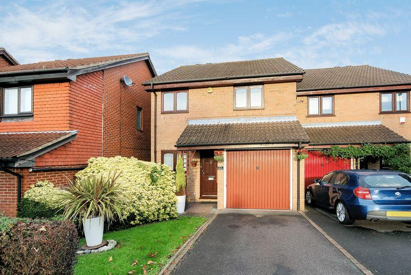 3 Bedrooms Semi Detached House for sale in The Glade, Shirley