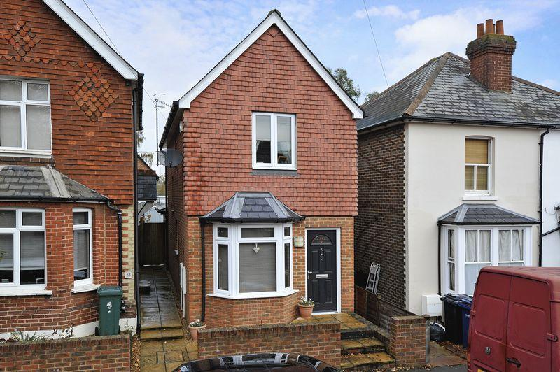 2 Bedrooms Detached House for sale in Farncombe