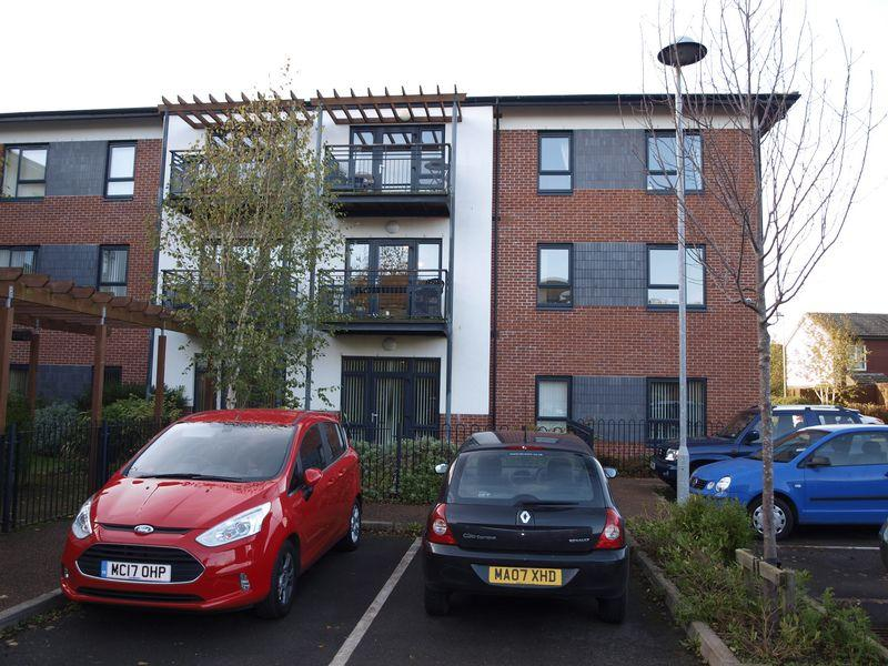 2 Bedrooms Apartment Flat for sale in Hambleton Way, Winsford, CW7 1TL