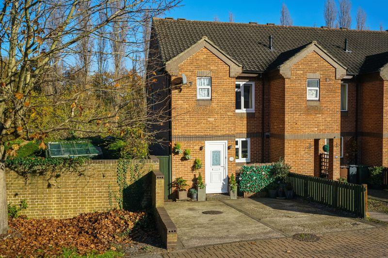 2 Bedrooms End Of Terrace House for sale in Maynard Drive, St. Albans