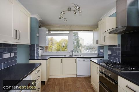 3 bedroom apartment to rent - Tarnwood Park, Court Road, Eltham SE9