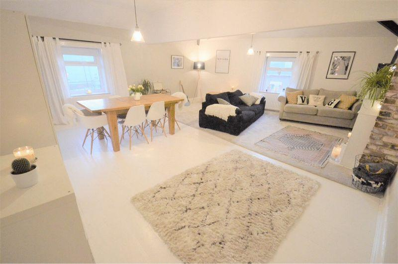 2 Bedrooms Apartment Flat for sale in Banks Road, West Kirby