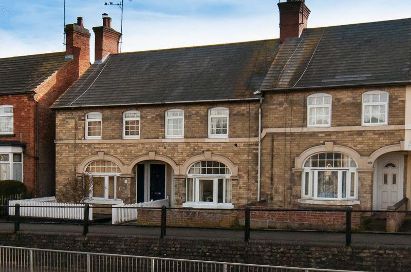 3 Bedrooms Terraced House for sale in North End, Higham Ferrers