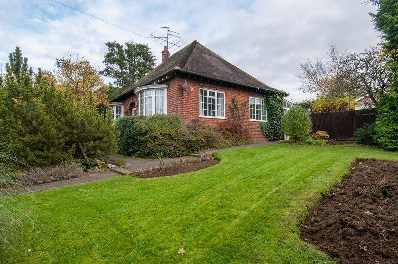 2 Bedrooms Detached Bungalow for sale in Irchester Road, Rushden