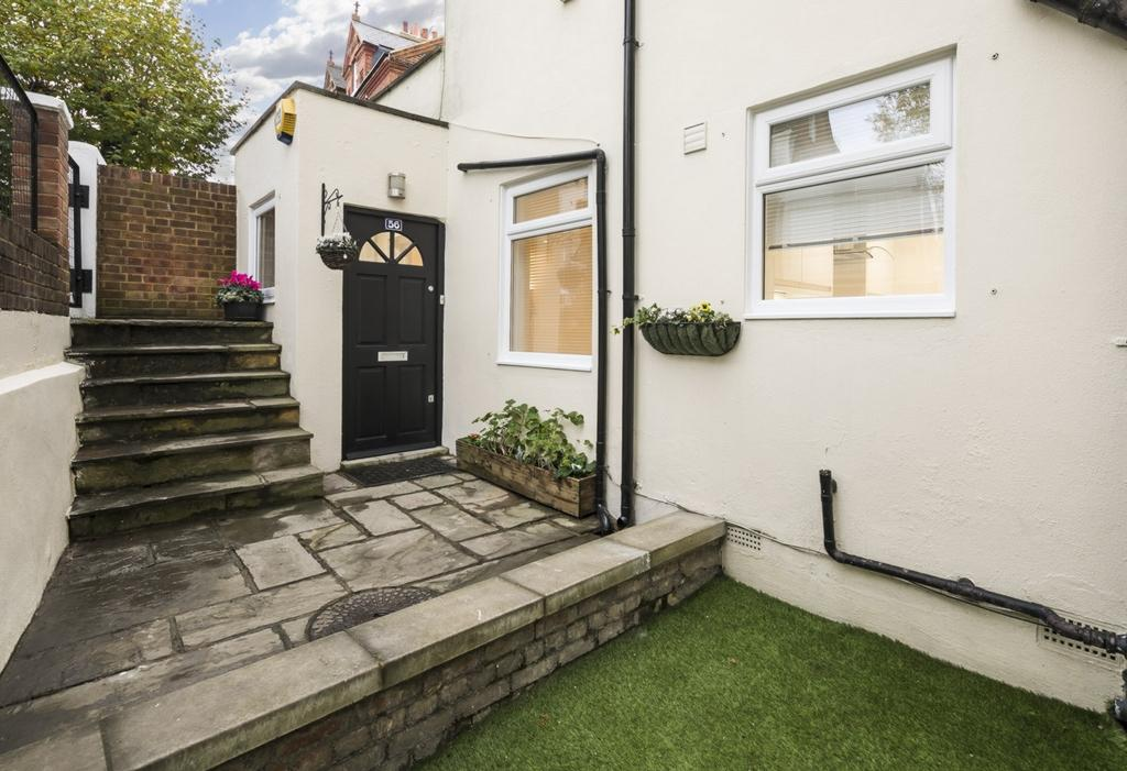 3 Bedrooms Flat for sale in Victoria Road, West Hampstead, NW6