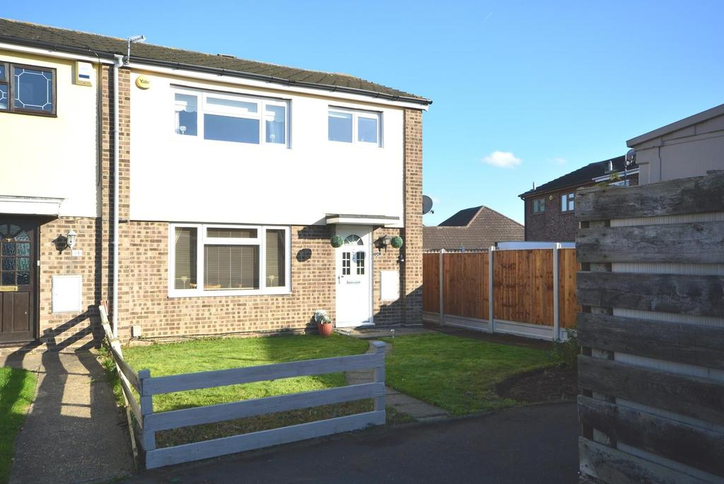 3 Bedrooms End Of Terrace House for sale in Owlets Hall Close, Harold Wood, Essex, RM11