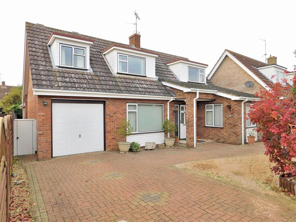 4 Bedrooms Detached Bungalow for sale in Onedin Close, Dersingham, King's Lynn