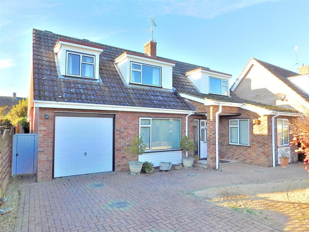 4 Bedrooms Detached Bungalow for sale in Onedin Close, Dersingham, King's Lynn