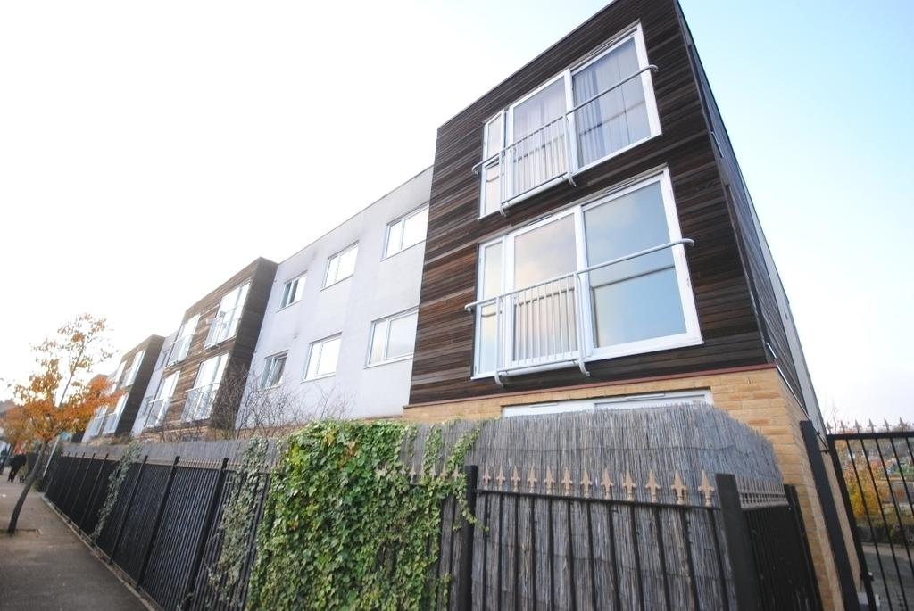 1 Bedroom Flat for sale in Borland Road Peckham SE15