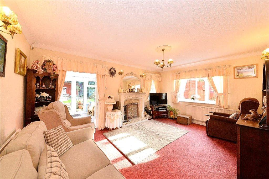 2 Bedrooms Detached Bungalow for sale in Pershore Road, Kidderminster, DY11