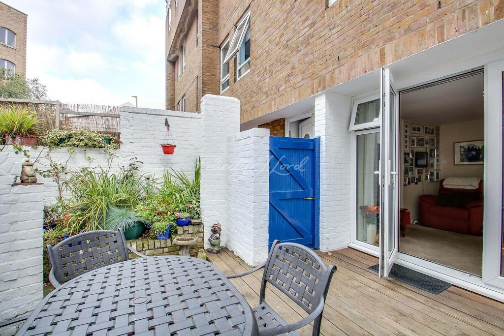 2 Bedrooms Maisonette Flat for sale in St Katharines Way, E1W