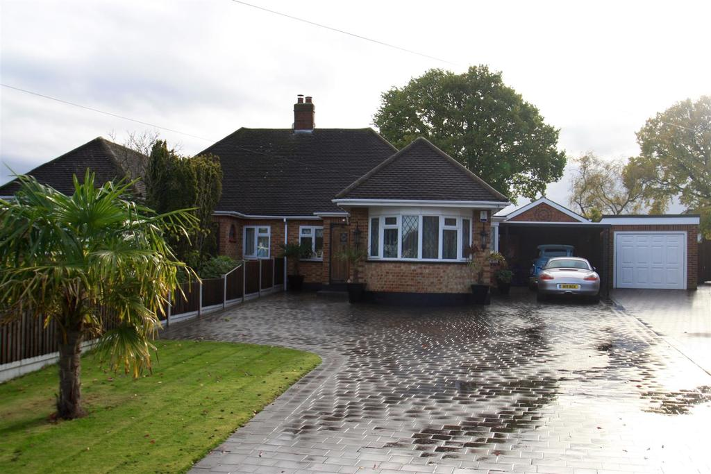 Bungalows For Sale In Leigh On Sea Part - 43: 3 Bedrooms Semi Detached Bungalow For Sale In Thorndon Park Crescent, Leigh  On Sea