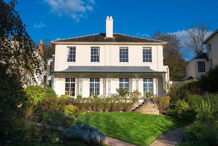 6 Bedrooms Detached House for sale in Lark Hill, Worcester, Worcestershire, WR5