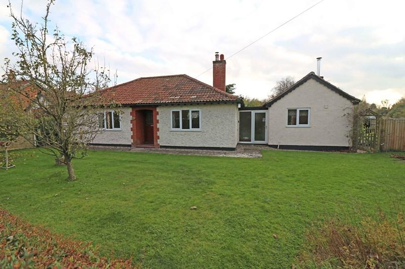 4 Bedrooms Detached Bungalow for sale in The Street, Ashwellthorpe, Norwich