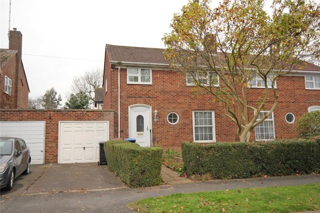 3 Bedrooms Semi Detached House for sale in Moorlands, Welwyn Garden City, Hertfordshire