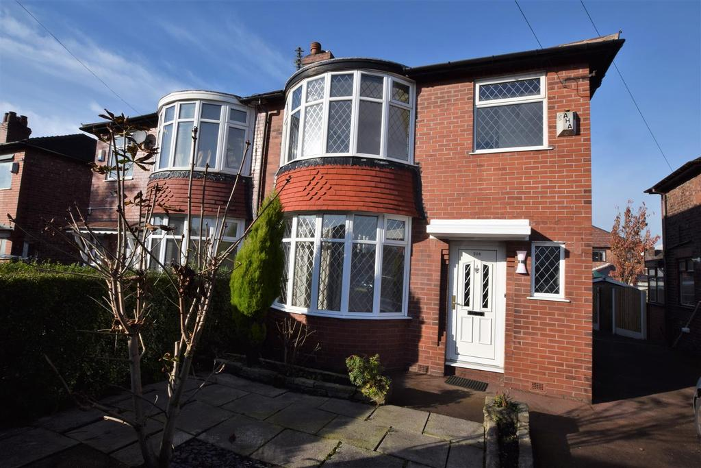 3 Bedrooms Semi Detached House for sale in Hollinwood Avenue, Chadderton