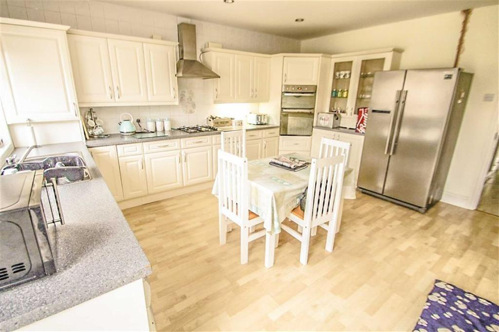 4 Bedrooms Detached Bungalow for sale in Queensway, Holland-on-Sea