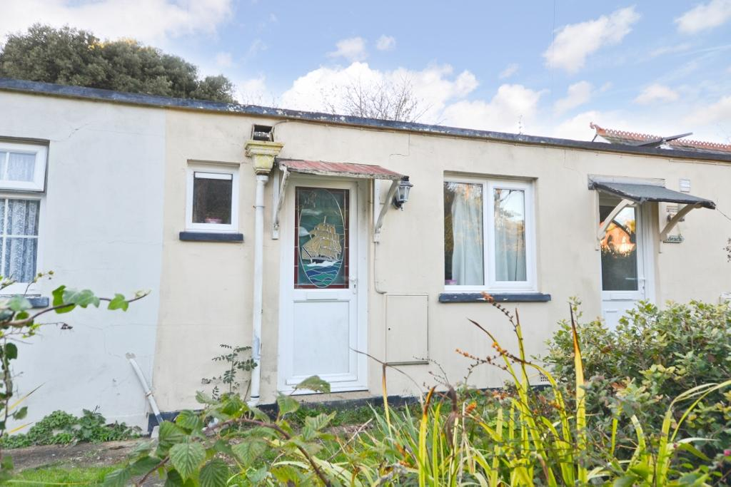 2 Bedrooms Bungalow for sale in Totland Bay, Isle of Wight